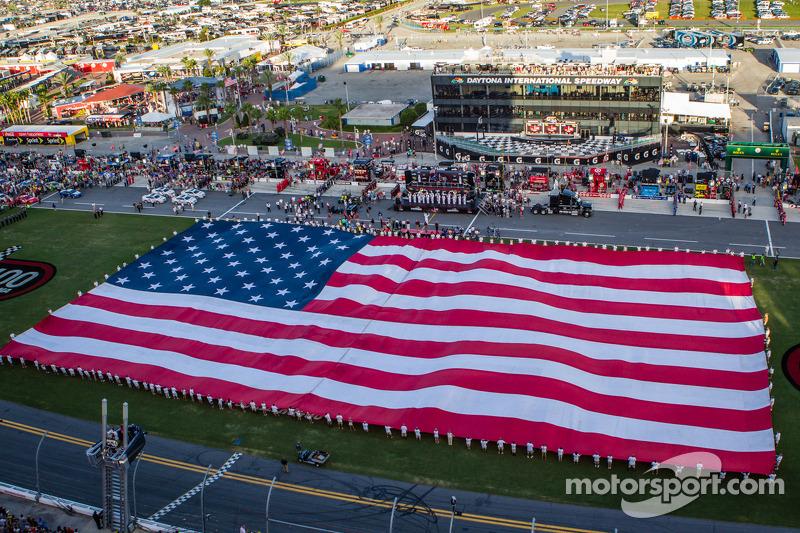 Een enorme Amerikaanse vlag