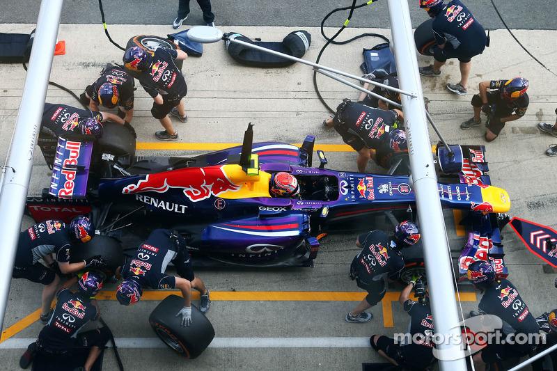 Antonio Felix da Costa, Red Bull Racing RB9 Test Driver oefent een pitstop