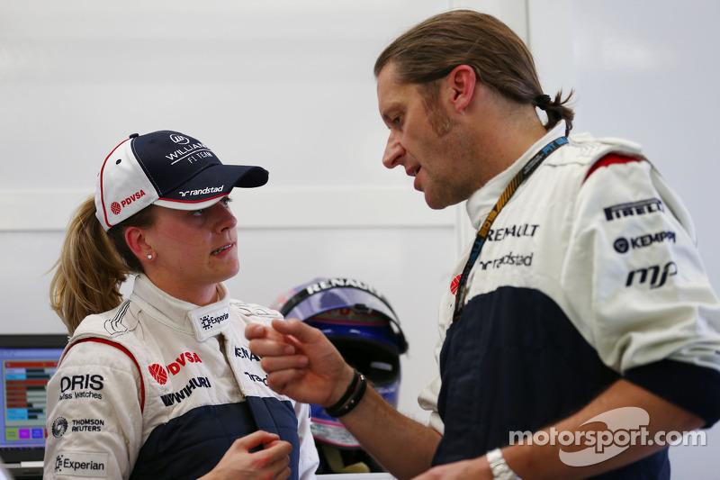 (L naar R): Susie Wolff, Williams Development Driver met Carl Gaden, Williams Monteur