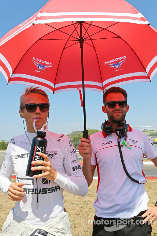 Jules Bianchi, Marussia F1 Team and Sam Village, Marussia F1 Team on the grid