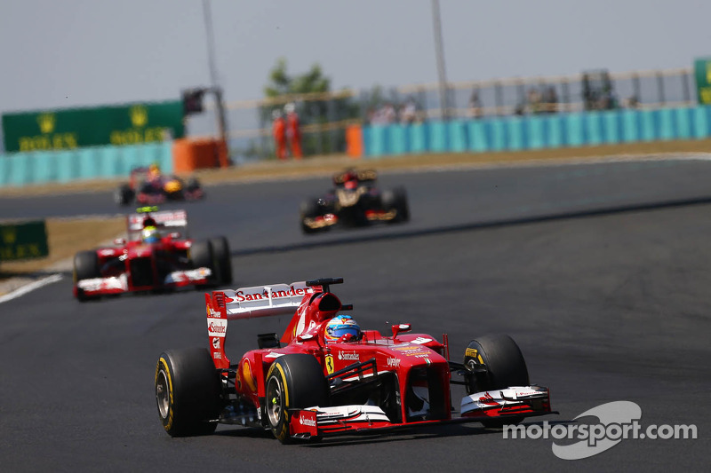 Mejor racha de carreras seguidas puntuando: 23 (entre Europa 2011 y Hungría 2013)