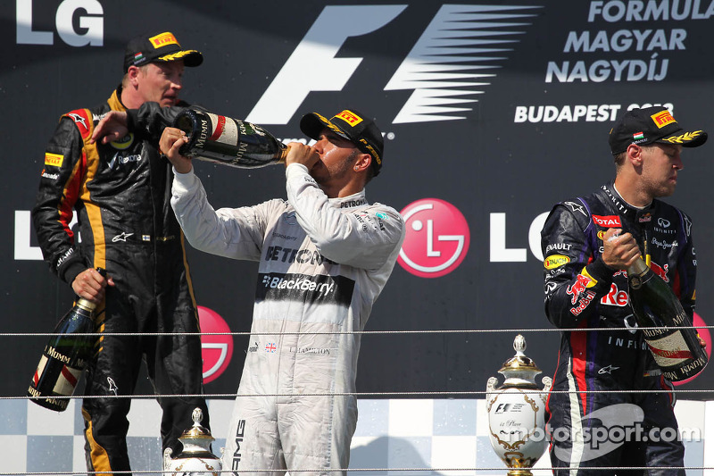 1e plaats Lewis Hamilton, Mercedes AMG F1 W04 met 2e plaats Kimi Raikkonen, Lotus F1 E21 en 3e plaats voor Sebastian Vettel, Red Bull Racing