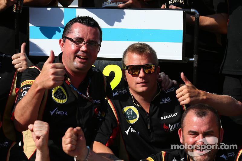 Eric Boullier, Lotus F1 Team Principal and Kimi Raikkonen, Lotus F1 Team celebrate with the team
