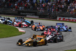 Start: Ryan Hunter-Reay leads
