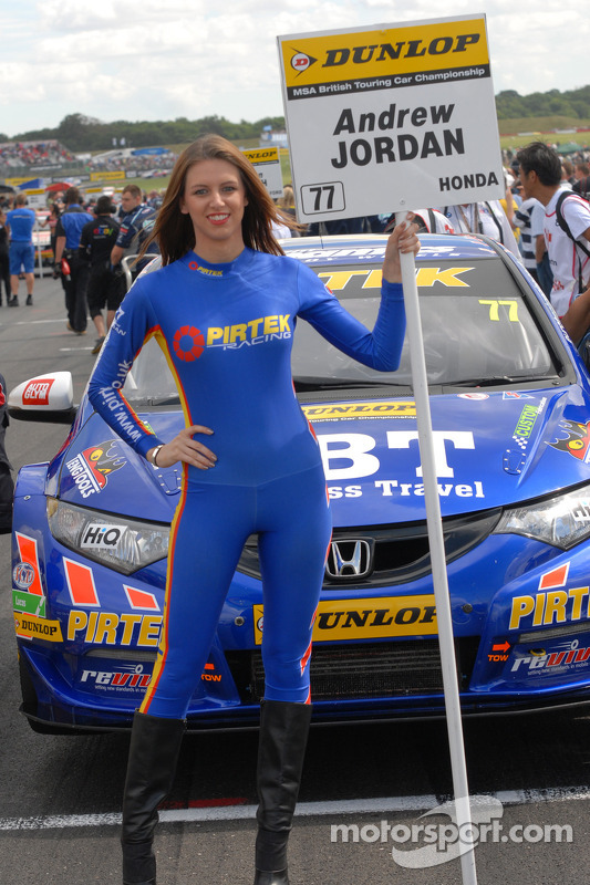Pirtek racing grid girl at snetterton for Camel motors on park and ajo