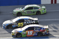Майкл Макдауэлл, Leavine Family Racing Chevrolet, Кайл Буш, Joe Gibbs Racing Toyota и Дейл Эрнхардт-мл., Hendrick Motorsports Chevrolet