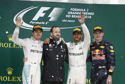 Nico Rosberg, Mercedes AMG, 2nd Position, Bradley Lord, Communication Manager, Mercedes AMG F1,Lewis Hamilton, Mercedes AMG, 1st Position, and Max Verstappen, Red Bull Racing, 3rd Position, on the podium