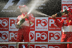Podium : le vainqueur Felipe Massa, Ferrari, le troisième Michael Schumacher, Ferrari