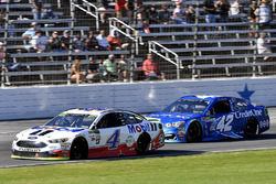 Kevin Harvick, Stewart-Haas Racing Ford and Kyle Larson, Chip Ganassi Racing Chevrolet