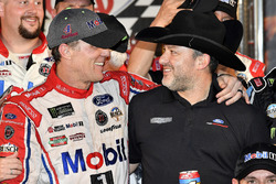 Race winner Kevin Harvick, Stewart-Haas Racing Ford and Tony Stewart