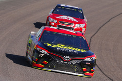 Erik Jones, Furniture Row Racing Toyota, Dale Earnhardt Jr., Hendrick Motorsports Chevrolet