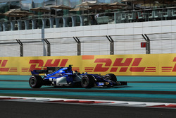 Pascal Wehrlein, Sauber C36 runs wide