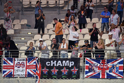 Tifosi e striscioni per Lewis Hamilton, Mercedes AMG F1