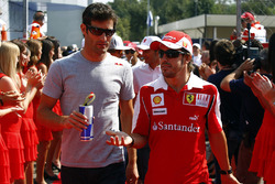 Mark Webber, Red Bull Racing, et Fernando Alonso, Ferrari