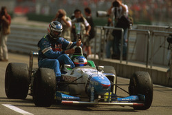 Jean Alesi, Benetton B196 gives Gerhard Berger, Benetton a lift back