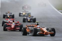 Markus Winkelhock, Spyker F8-VII; Felipe Massa, Ferrari F2007