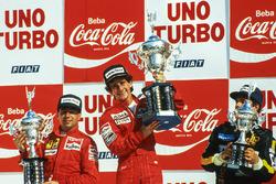 Podium : le vainqueur Alain Prost, McLaren, le deuxième Michele Alboreto, Ferrari, le troisième Elio De Angelis, Lotus