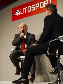 David Richards parle à Henry Hope-Frost sur la scène Autosport