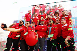 Race winner Felix Rosenqvist, Mahindra Racing, Dilbagh Gill, CEO, Team Principal, Mahindra Racing, celebrate with the rest of the team