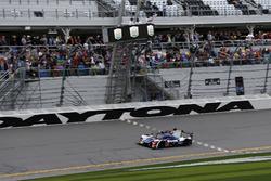 Checkered flag for #23 United Autosports Ligier LMP2: Phil Hanson, Lando Norris, Fernando Alonso