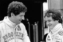 Jody Scheckter met teamgenoot Gilles Villeneuve, Ferrari