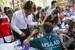 Tom Blomqvist, Andretti Formula E Team signs the winner's bottle of Mumm Champagne