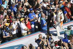 Trevor Bayne, Roush Fenway Racing Ford Fusion, Daniel Suarez, Joe Gibbs Racing Toyota Camry