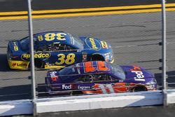 Denny Hamlin, Joe Gibbs Racing Toyota, David Ragan, Front Row Motorsports Ford Fusion