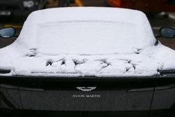 Припаркованный в паддоке Aston Martin