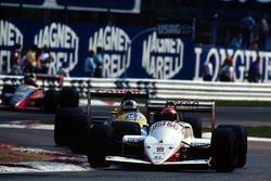 Eddie Cheever, Arrows, y Jean Louis Schlesser, Williams