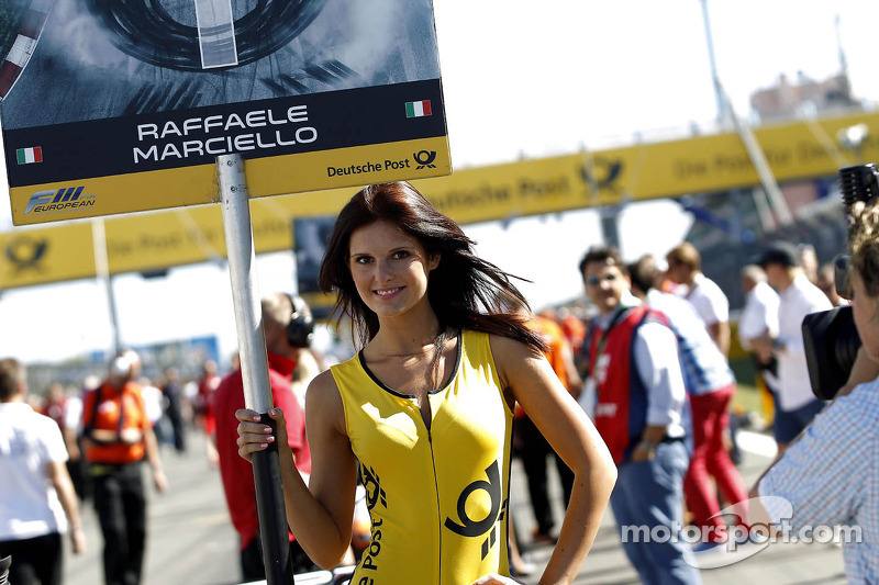Grid girl of Raffaele Marciello