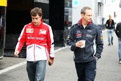 Fernando Alonso, Ferrari com Paul Monaghan, Cehfe de Engenharia da Red Bull Racing