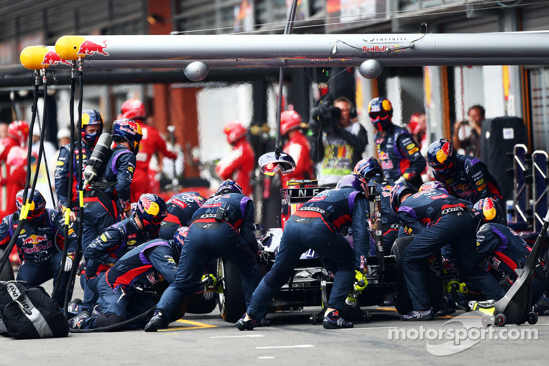 Mark Webber, Red Bull Racing makes a pit stop