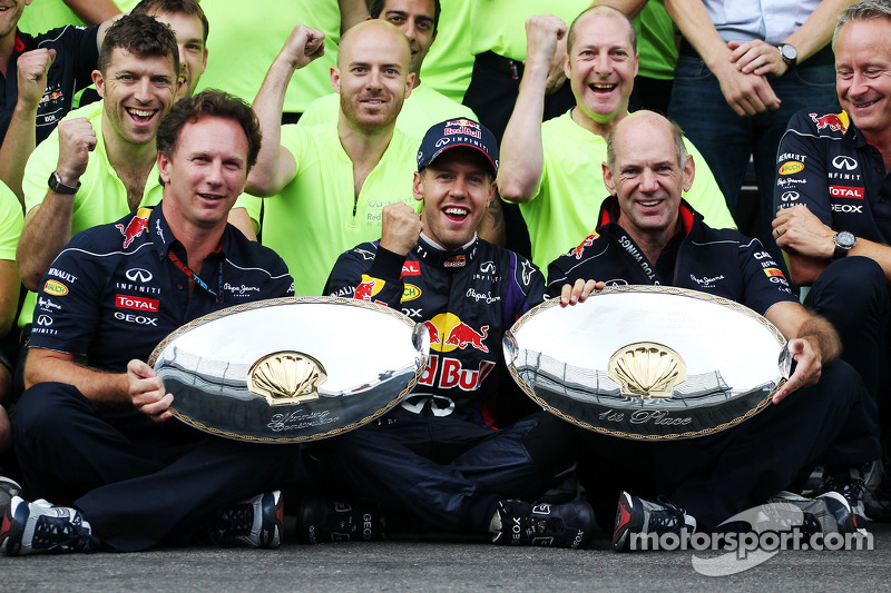 Race winner Sebastian Vettel, Red Bull Racing celebrates with Christian Horner, Red Bull Racing Team Principal, Adrian Newey, Red Bull Racing Chief Technical Officer, and the team