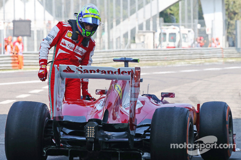 Felipe Massa, Ferrari F138 stops past the pit lane exit at the end of the first practice session