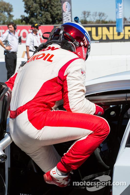 Yvan Muller stapt uit na het verliezen van de pole position