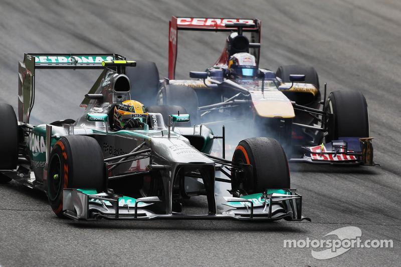 Lewis Hamilton, Mercedes AMG F1 W04 and Jean-Eric Vergne, Scuderia Toro Rosso STR8 battle for positi