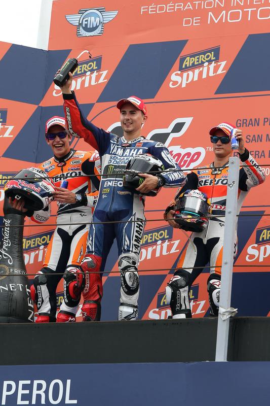 O vencedor Jorge Lorenzo, Yamaha Fatory Racing, segundo colocado Marc Marquez, Repsol Honda Team, terceiro colocado Dani Pedrosa, Repsol Honda Team