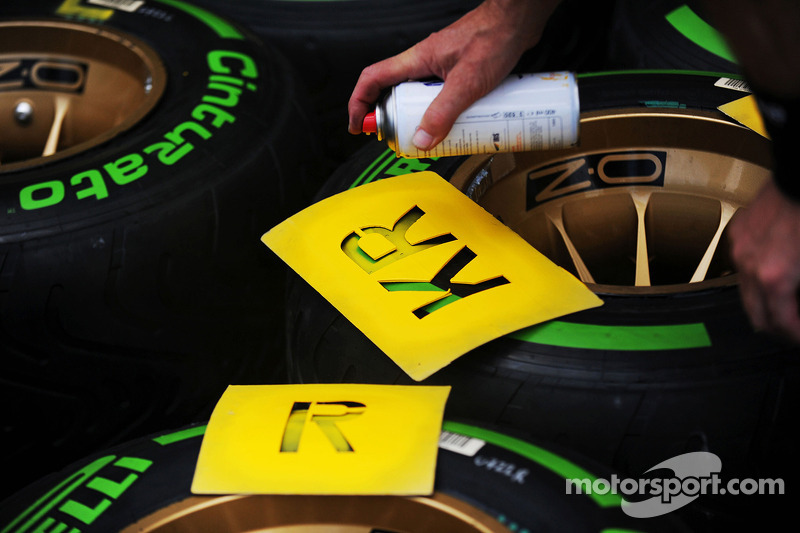 Pirelli tyres for Kimi Raikkonen, Lotus F1 Team marked up
