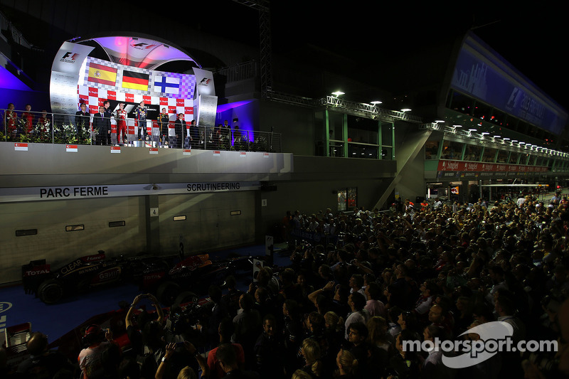 Sebastian Vettel, Red Bull Racing, Fernando Alonso, Scuderia Ferrari and Kimi Raikkonen, Lotus F1 Te