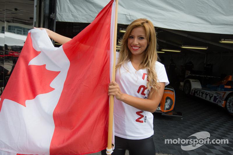 Een BAR 1 Motorsports girl