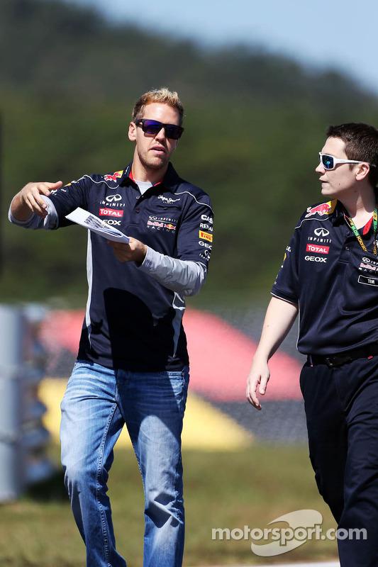 Sebastian Vettel, Red Bull Racing caminha no circuito