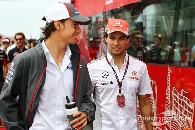 (L naar R): Esteban Gutierrez, Sauber en Sergio Perez, McLaren bij de rijdersparade