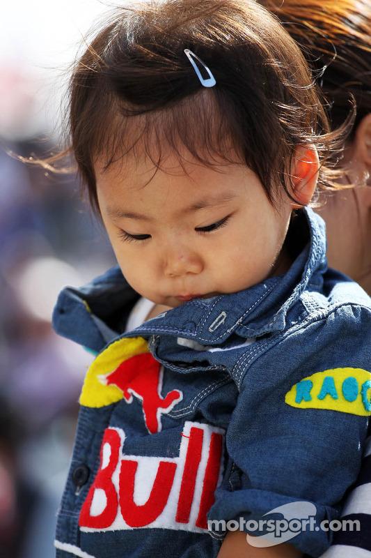 Um jovem fã da Red Bull