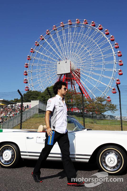 Sergio Perez, McLaren no desfile de pilotos