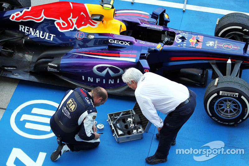Herbie Blash, FIA Delegate with the Red Bull Racing RB9 of Mark Webber, Red Bull Racing in parc ferm