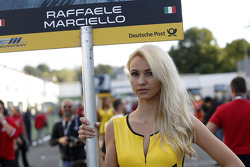 Grid girl van Raffaele Marciello