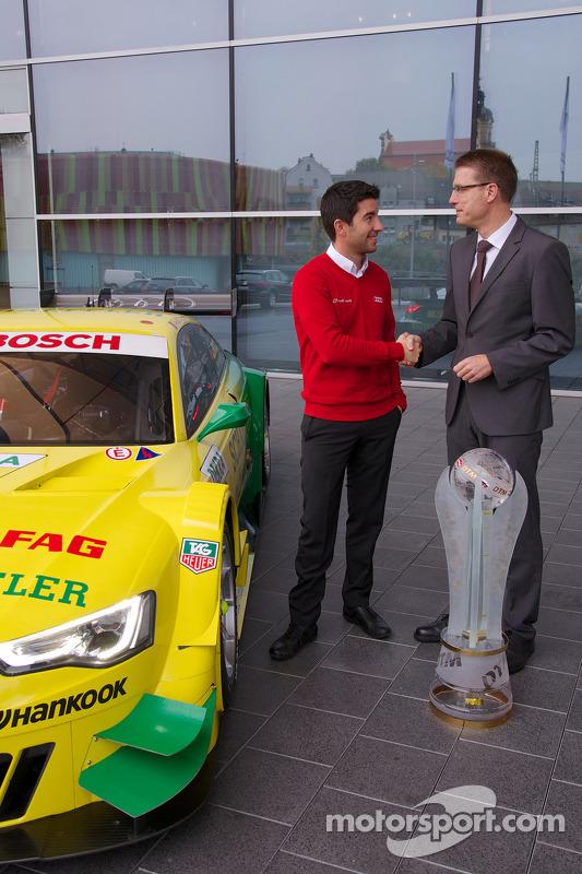 campeão de 2013 Mike Rockenfeller visita fábrica da Audi