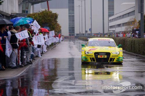 Mike Rockenfeller visita la fábrica de Audi