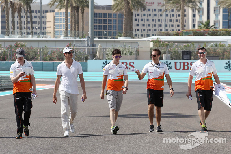 Adrian Sutil, Sahara Force India F1 en James Calado, Derde rijder Sahara Force India met het team op het circuit